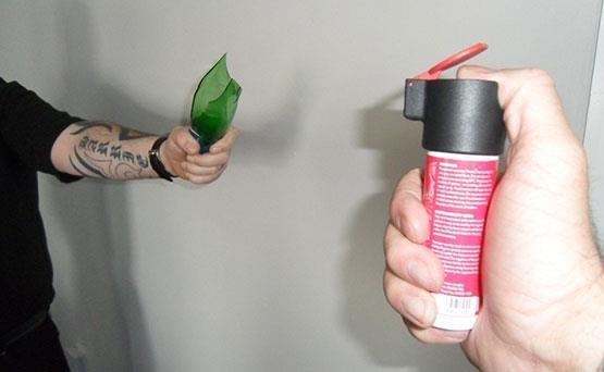 DNA överfallsspray OffenderID™, förhindrar överfall och binder brottslingar. Upp till 4 meter räckvidd